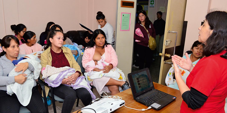 The Chile Crece Contigo health team educates mothers and screens for postpartum depression at Iquique Hospital, Chile